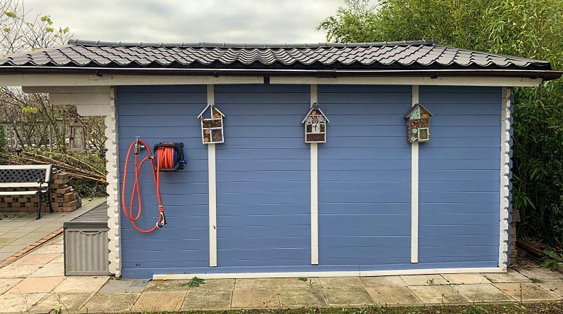 Gartenhaus mit 3 Insektenhotels