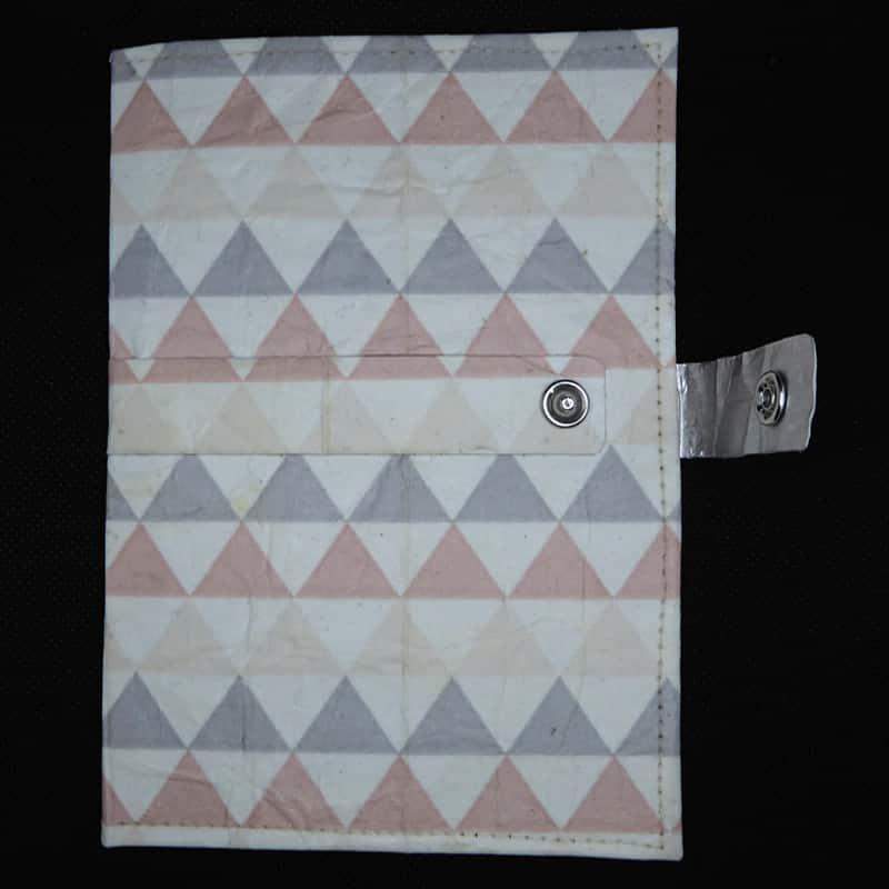 Notizbuch Dreiecke – TetUp Dreiecke Vorderseite offener Druckknopf